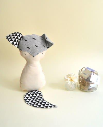peluche zorro muñeco hecho a mano gris y negro